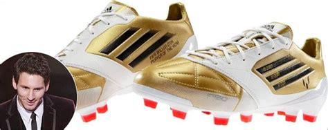Sepatu Bola Pemain Dunia lionel messi dapat sepatu adidas khusus berkat gelar pemain terbaik dunia kabar berita