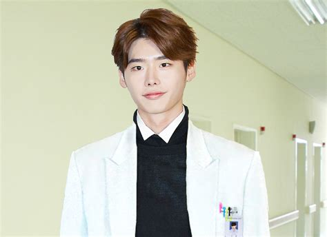 drama lee jong suk doctor kpop lee jong suk confirmed for new medical drama doctor
