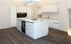 schüller küchen arbeitsplatten de pumpink hochglanz wei 223 rosa