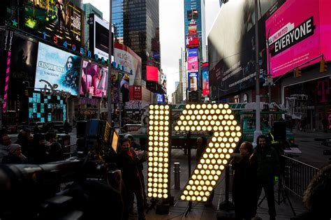 times square live new year s drop live when where to