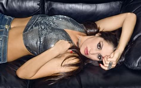 wwe couch nikki bella couch cutie wwe universe caws ws forum