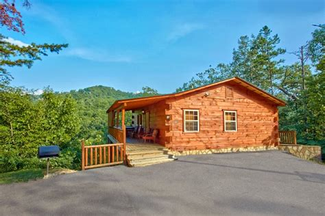 Dollywood Cabins With Pools by 2 Bedroom Smoky Mountain Luxury Cabins Near Dollywood