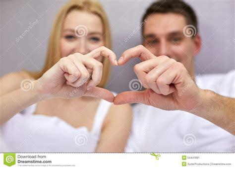 ils font l amour dans le lit femme et homme font l amour dans le lit maison design