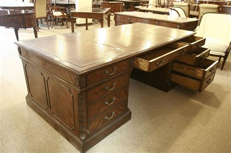 hohe schreibtische executive leather top desk large mahogany desk high end desk