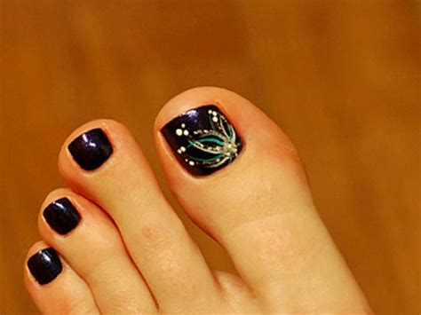 Simple Toenail by 35 Simple Flower Toe Nail Designs Picsrelevant