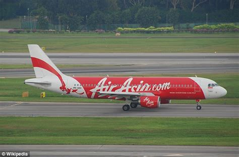 airasia support flight attendant on missing airasia plane sent messages of