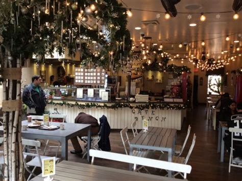 cafe bench flushing 店内 picture of cafe bench flushing tripadvisor
