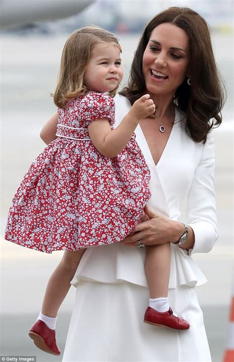 Gw 177 Cowo Big kate middleton is likely to dress royal baby in me downs daily mail