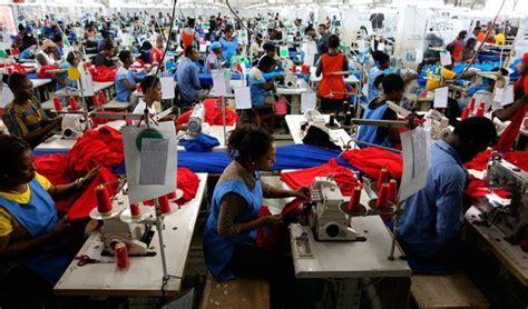 banco mundial alerta sobre el aumento de ninis en oit alerta de un aumento del estr 233 s laboral con
