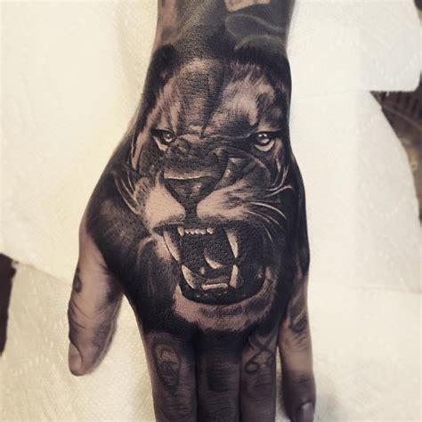 fotos de tatuajes en las manos dise 241 os que llamar 225 n la
