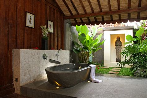 Balinese Home Decor Sunlight Streams Into Bathrooms Connected To Nature