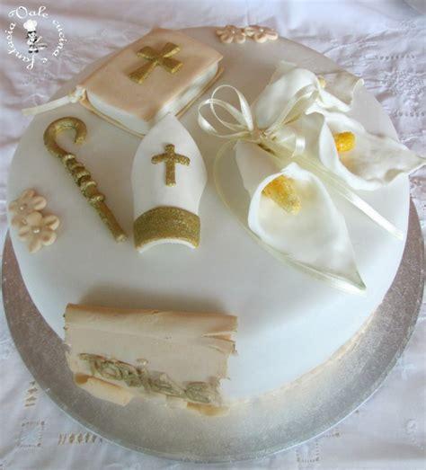 decorare ragazza torta decorata in pasta di zucchero per cresima