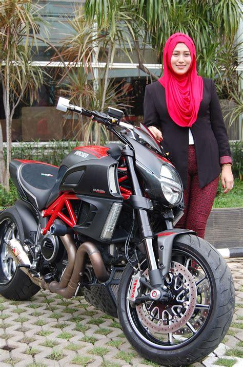 ladies biker marissa lady biker ducati dari cirebon f28892 jpg 1496