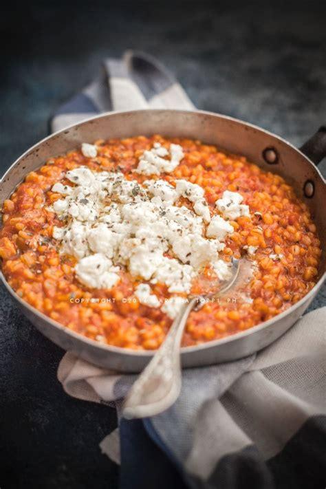 come cucinare orzo perlato risotto di orzo perlato al pomodoro con feta marinata