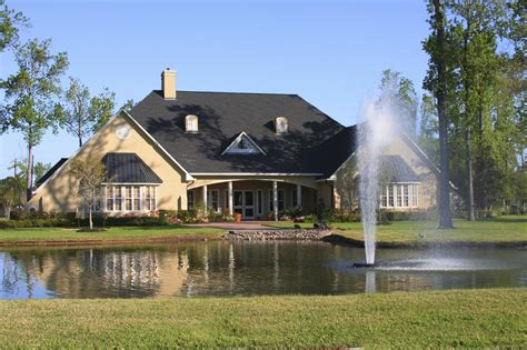 what to look for in golf course homes interior design