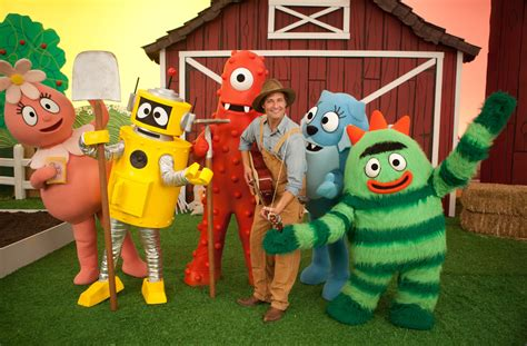 josh holloway yo gabba gabba josh holloway visits yo gabba gabba as a guitar