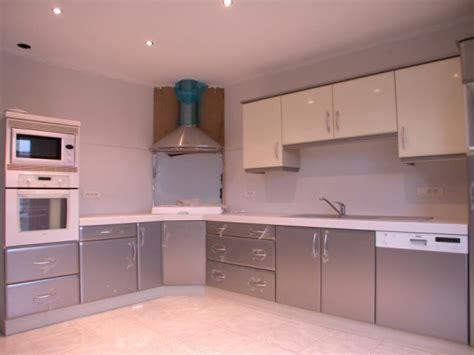cuisine di騁騁ique cuisine gris clair quelle couleur pour les murs