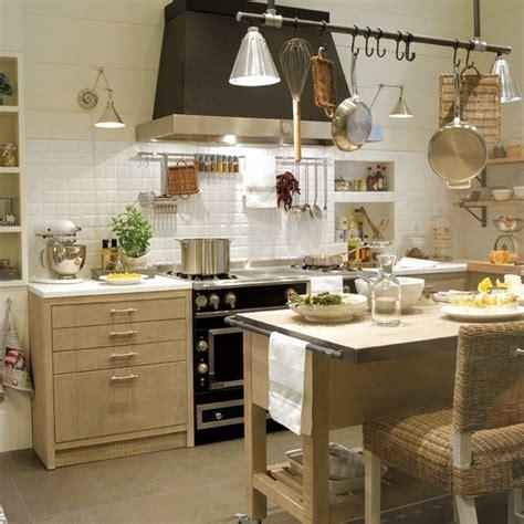cocinas rusticas y modernas m 225 s de 100 fotos de cocinas r 250 sticas decoradas con encanto