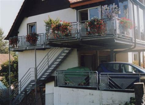 metallgel nder balkon metalltreppen au 223 entreppe als podesttreppe mit einem
