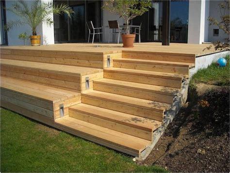 Terrasse Mit Stufen by Holzterrasse Mit Stufen Garten