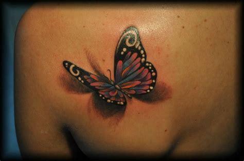fiori sul fianco tatuaggio farfalle fiori sul fianco bianco nero