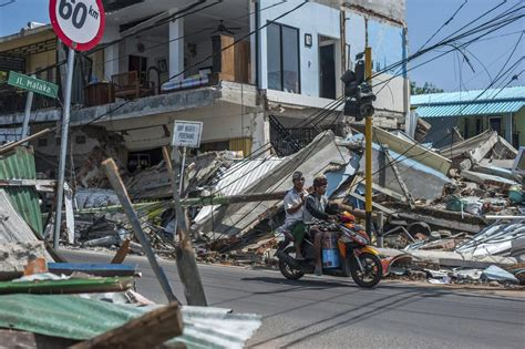 quakes cut power topple buildings  indonesian island