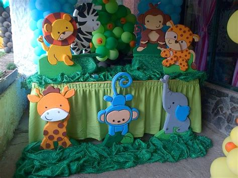tortas en decoracion en safari tortas con jirafas y globos imagui