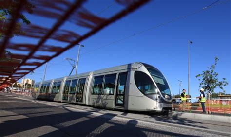 pay light rail light rail allows passengers to pay rav kav