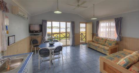 Batemans Bay Accommodation Cabins by Deluxe Cabin Family Accommodation 187 Big4 Batemans Bay At