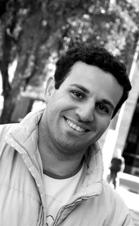 Ronaldo Andrade, escritor santista, participa da Bienal do