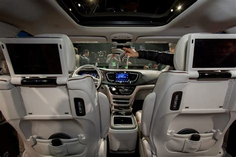 Features That Make the 2017 Chrysler Pacifica a Family Car