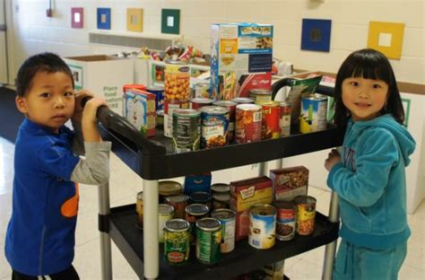 Dearborn Food Pantry by Montessori Center Partners With Gleaners Food Bank