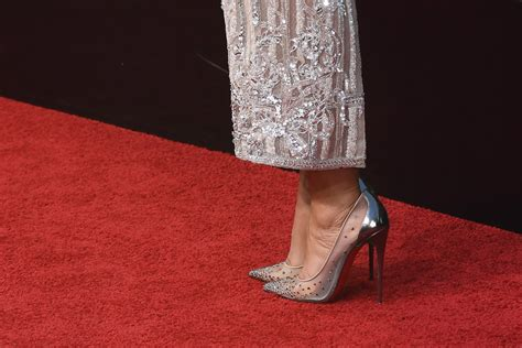 tracee ellis ross golden globes 2017 the shoe brands that dominated the golden globes red