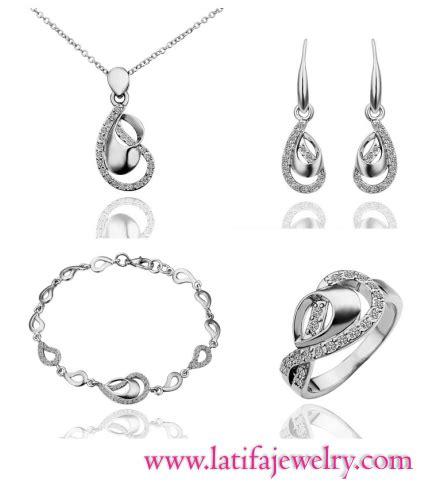 Kalung Set Perhiasan Wanita Kalung Dan Anting Emas Berlian Imita model perhiasan emas trend 2017 desain terbaru untuk pria