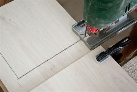 Cutting Laminate Countertop by How To Cut Laminate Flooring Howtospecialist How To