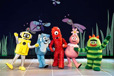 gabba gabba live yo gabba gabba makes live tower theater stop in
