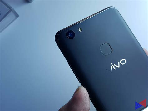 Vivo V7 Crown Gold catch the vivo v7 all screen experience mall tour at the