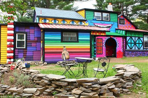 fun house colors artist kat o sullivan turns historic farm house into psychedelic home daily mail online