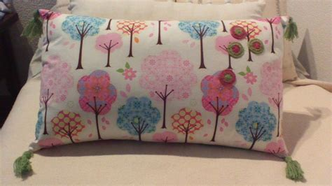 tutorial decoupage almohadones tutorial cojin decorado con borlas de colores manualidades