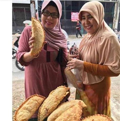 pastel raksasa jadi viral netizen menu buat buka