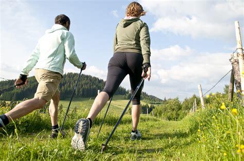 walking on the nordic walking maaspordiliit