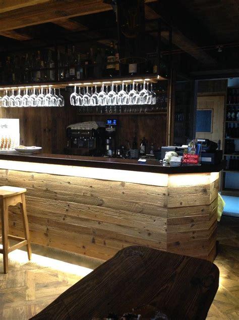 arredo di recupero banco bar con tavole di recupero segala arredamenti