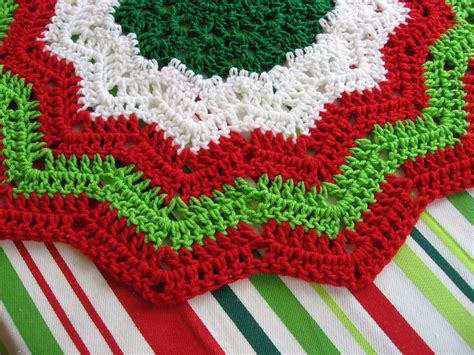 Free Crochet Pattern For Xmas Tree Skirt | crocheted christmas tree skirt patterns crochet club