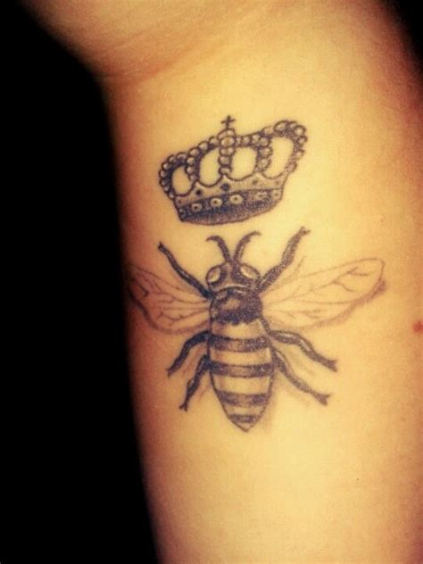 Queen Bee Tattoo Meaning | lovely bee tattoo meanings and designs
