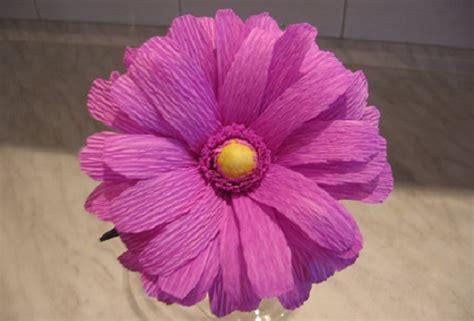 creare fiori di carta crespa decorazioni pasquali per la casa fiori di carta crespa