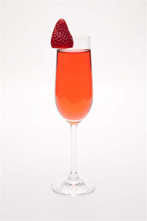 strawberry kir chagne cocktail drink recipe