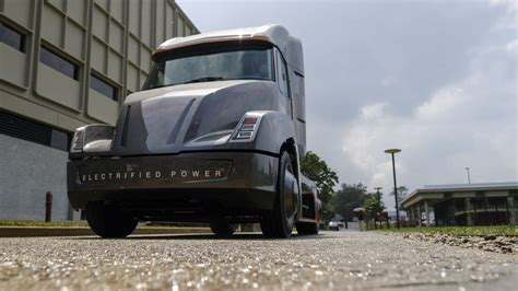 electric semi truck cummins all electric semi truck beats tesla to the