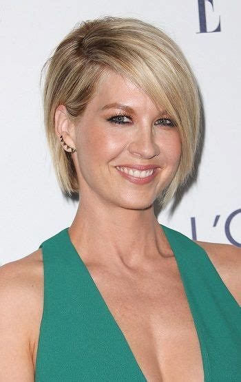 bobs for women over 40 jenna elfman contemporary bobs for women over 40 l www
