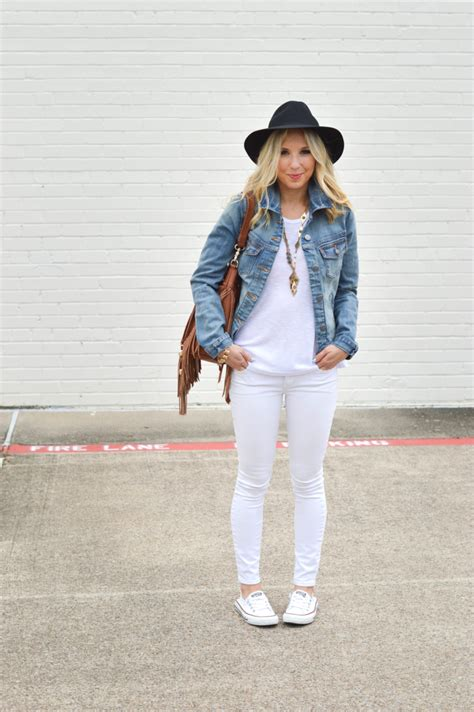 The White Jean Is All About And Summer by What To Wear With White This Summer