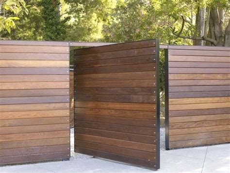 Horizontal Wood Fence Design Best 25 Fence Design Ideas On Pinterest Modern Fence Design Contemporary Fencing And Gates
